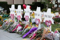 A memorial outside the Tree of Life Congregation Synagogue in Pittsburgh (Photo: Wikimedia)